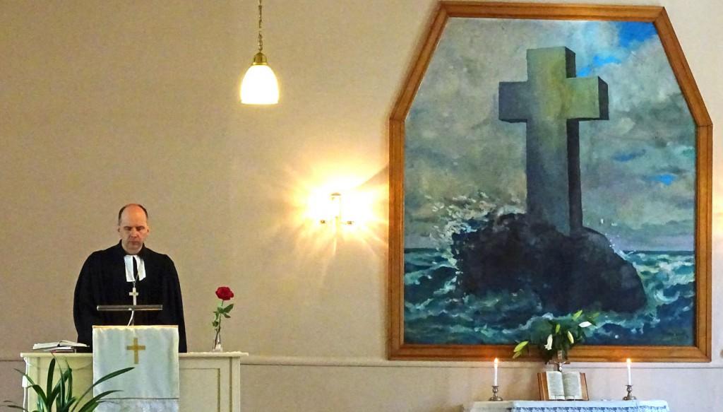 Pastor Martin Urdze beim Gottesdienst in der Kreuzkirchengemeinde zu Liepaja. Fotos: Henze