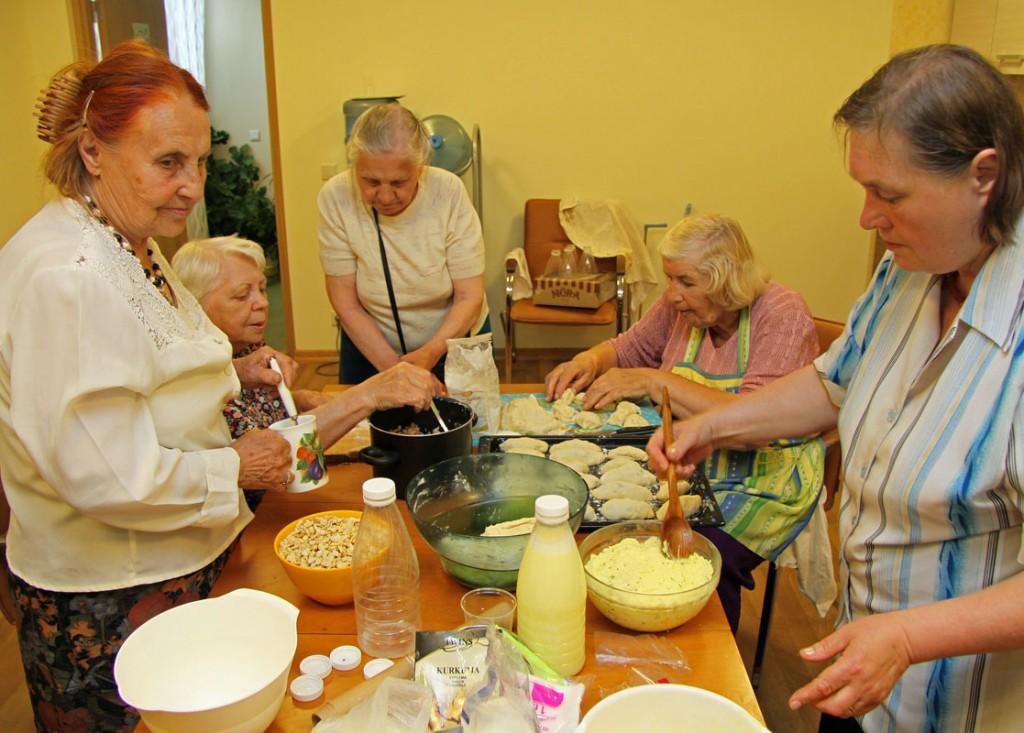 Gemeinsam kochen ist sehr beliebt im Tageszentrum